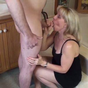 Опытная женщина отсосала парню до двух оргазмов